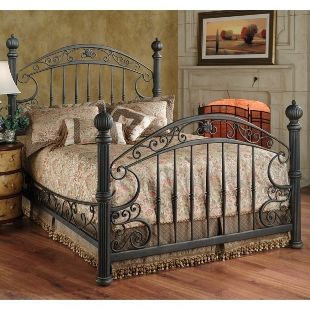 Chesapeake Iron Bed Rustic Metal Bed Frames  Pictures 42