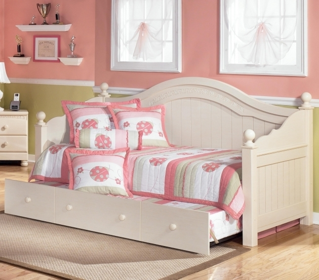 Daybed With Trundle Bed Design By Ashley Color Cottage Photos 69 Bed Headboards