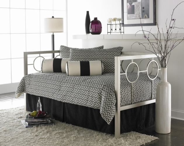 Daybeds Under $200 Furnishing Your Home With A Daybed Mattress Image 80