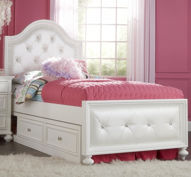 White Captain Bed Design Using Tufted Full Size Headboard
